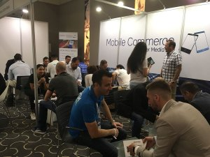 Speed-networking-in-the-mobile-commerce-lounge